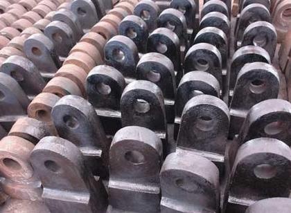 比铸铁强度好.铸钢件分为铸造碳钢件、铸造低合金钢和铸造特种钢3